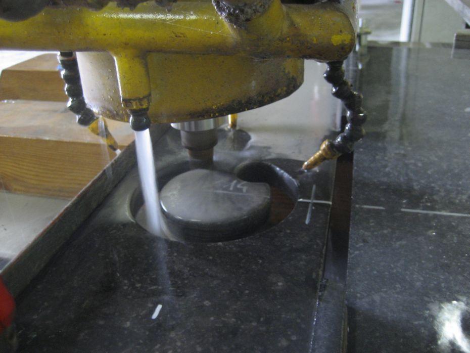Luidsprekers De gaten met onze CNC machine gefreesd.